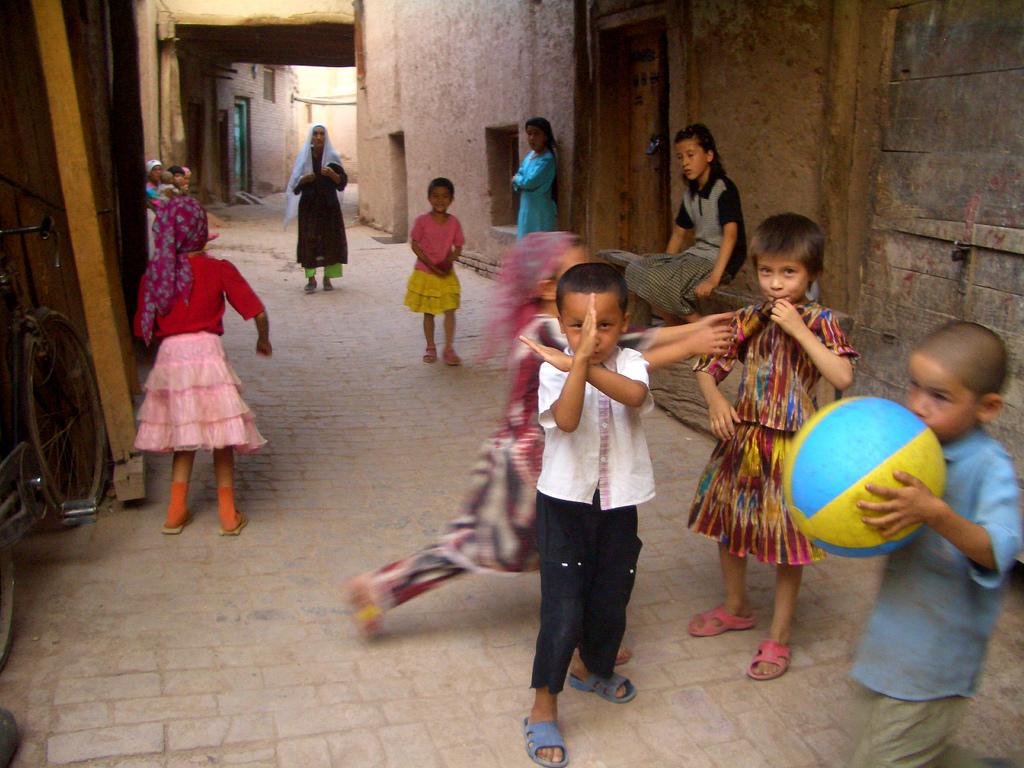 Niños en la ciudad antigua de Kashgar